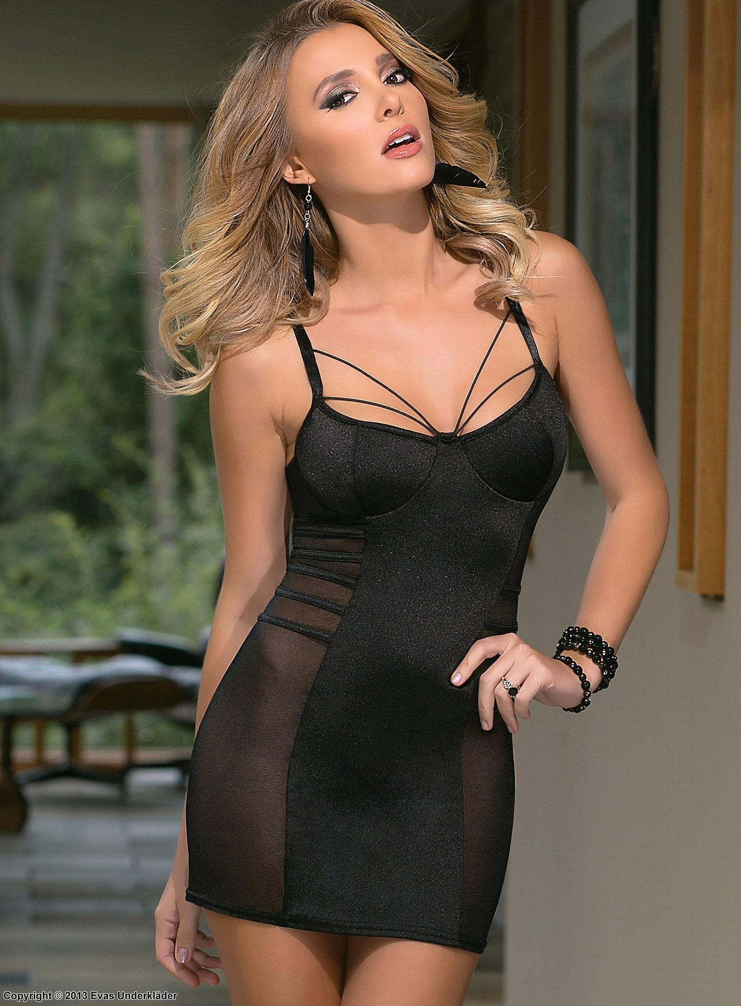 Skin-tight chemise, straps over bust, mesh inlay